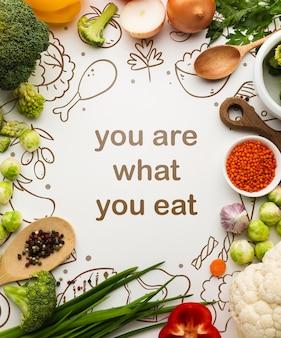 Frame van biologische groenten op tafel
