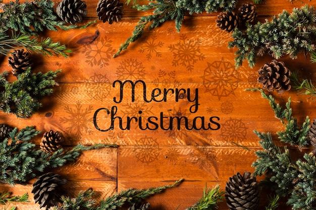 Frame van kroontakken en vrolijk kerstmisbericht