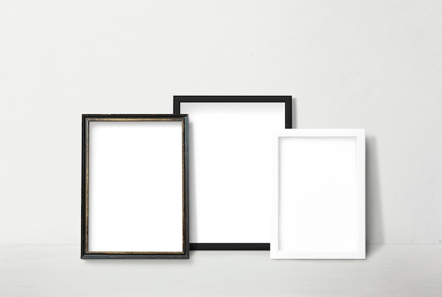 Frames leunend tegen een muur