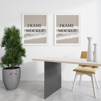Frames mockup op witte muur naast plant