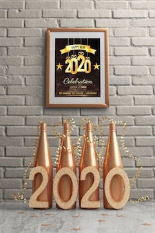 Framw hing aan de muur boven gouden flessen