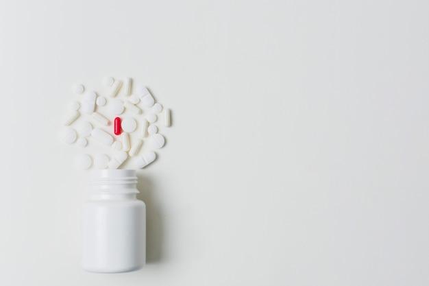 Frasco de medicina y salud con espacio de copia de píldoras