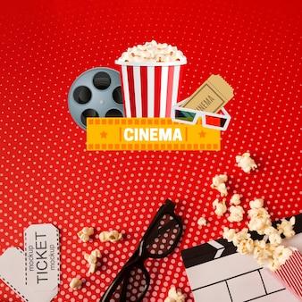 Gafas 3d y vista superior de la maqueta de cine