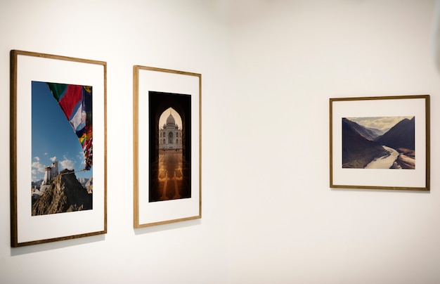 Galleria d'arte con un'esibizione