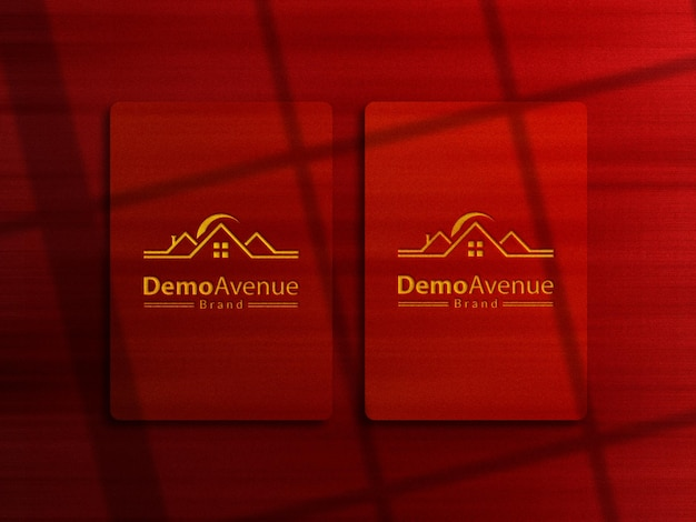 Geel boekdruk logo mockup met rode achtergrond en schaduw