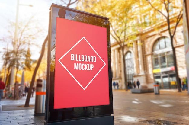 Geïsoleerd stadsaanplakbord voor ontwerppresentatie.