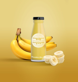 Geïsoleerde fles vruchtensap en bananen