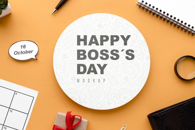 Gelukkige baas dag met bureaublad en aanwezig