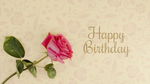 Gelukkige verjaardag mock-up met roos