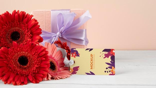 Gelukkige verjaardagsbloemen met kaartmodel