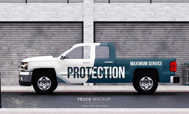 Generiek pick-up truckmodel op straat vanuit het linker zijaanzicht