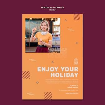 Geniet van uw afdruksjabloon voor vakantieaffiches