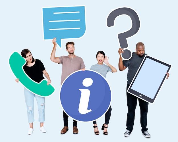 Gente diversa con iconos de atención al cliente.