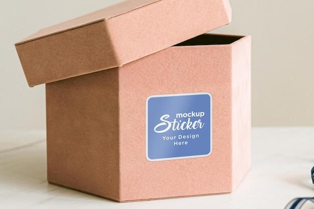 Geschenkdoos vierkante sticker mockup ontwerp