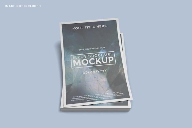 Gestapeld met flyer brochure mockup