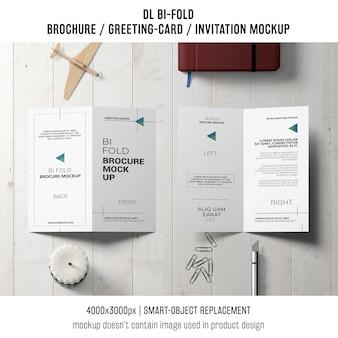 Gevouwen brochure of uitnodigingsmodel met stillevenconcept