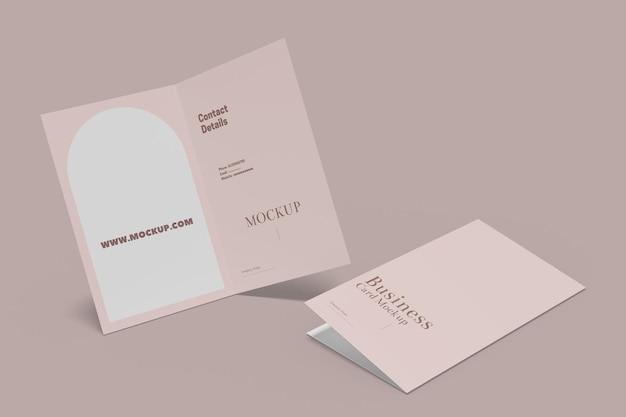 Gevouwen visitekaartje mockup ontwerp geïsoleerd