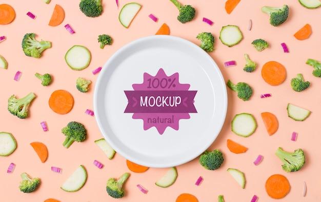 Gezonde voeding mock-up plaat met wortel en broccoli