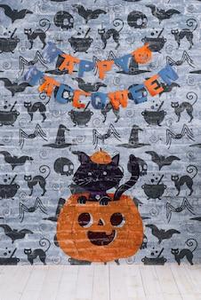 Ghirlanda e zucca felici di halloween con il gatto su