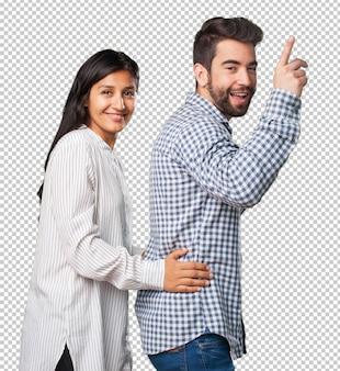 Giovane coppia che balla