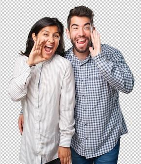 Giovane coppia gridando