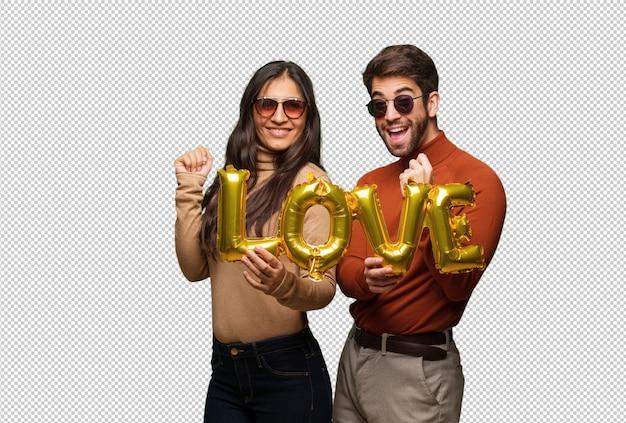 Giovane coppia in giorno di san valentino ballare e divertirsi