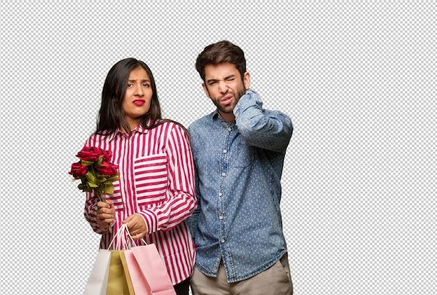 Giovane coppia in giorno di san valentino soffre di dolore al collo