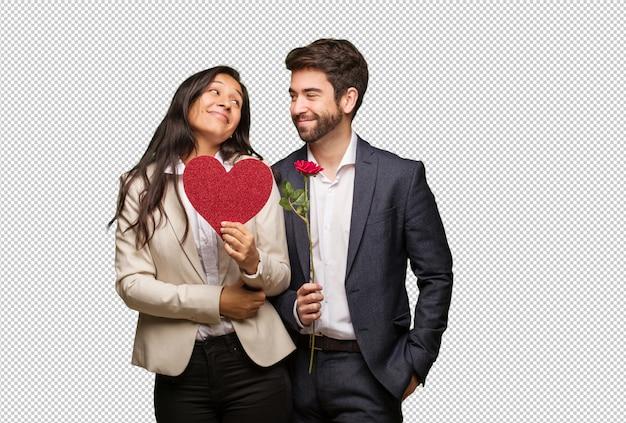 Giovane coppia in san valentino sognando di raggiungere obiettivi e scopi