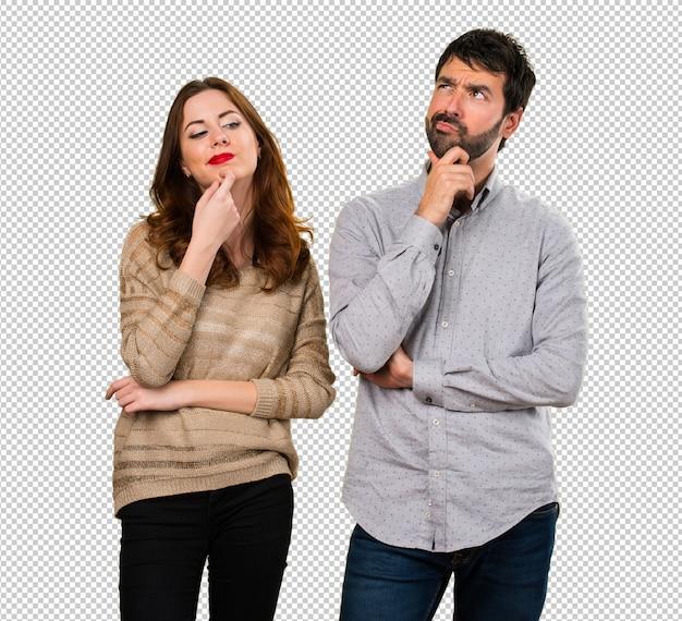 Giovane coppia pensando