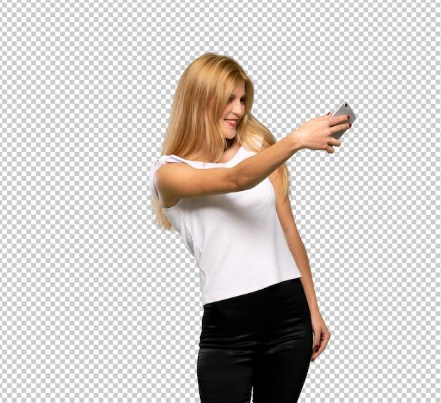 Giovane donna bionda con lo smartphone rotto azienda disturbata
