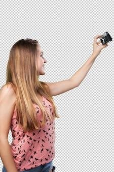 Giovane donna che cattura un selfie su bianco