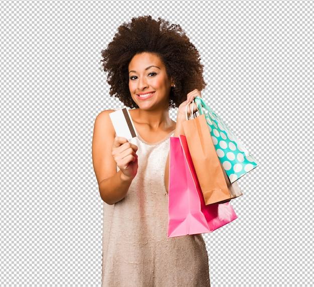 Giovane donna di colore che va a fare spese