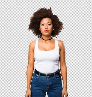 Giovane donna di colore in piedi