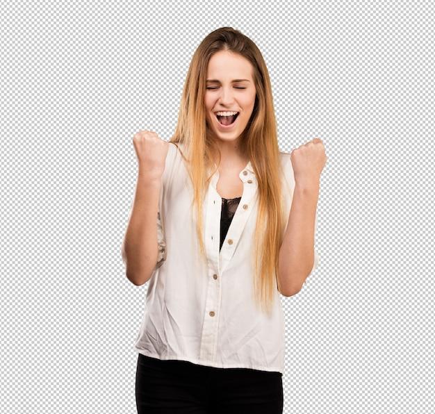 Giovane donna graziosa che fa gesto del vincitore