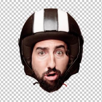 Giovane espressione della testa del ritaglio barbuto pazzo dell'uomo isolata. ruolo di pilota di motociclette. concetto spaventato