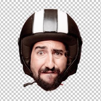 Giovane espressione della testa del ritaglio barbuto pazzo dell'uomo isolata. ruolo di pilota di motociclette. concetto triste
