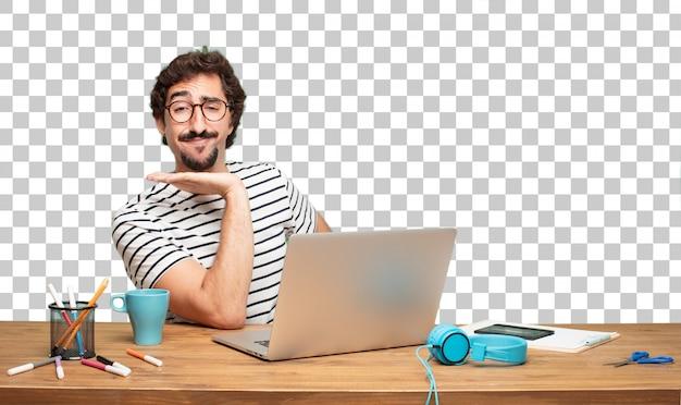Giovane graphic designer uomo barbuto.