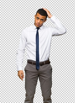 Giovane uomo d'affari afro americano con un'espressione di frustrazione e non capendo