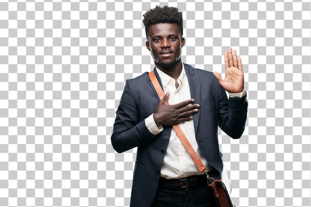 Giovane uomo d'affari nero sorridente con confidenza mentre facendo una promessa sincera o giuramento
