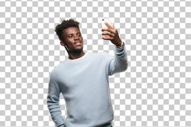 Giovane uomo di colore che utilizza un telefono cellulare astuto