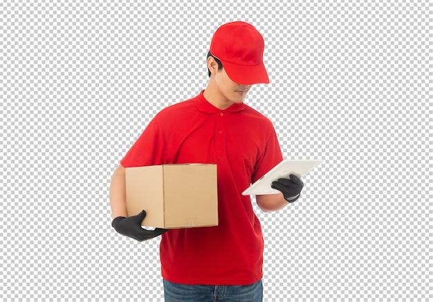 Giovane uomo di consegna che tiene il modello di cartone di carta isolato