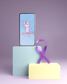 Girl power concept met telefoon mock-up