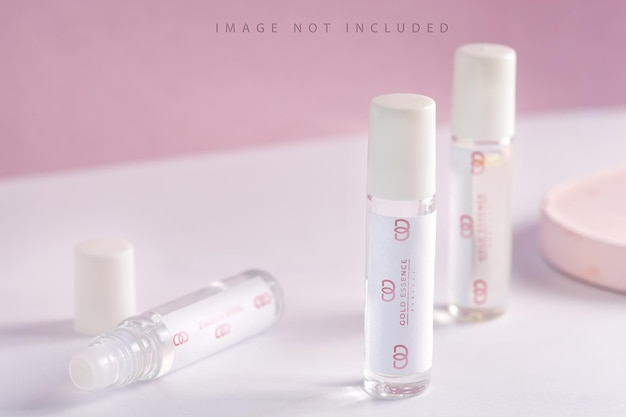 Glazen productpakket parfummonsters op roze achtergrond