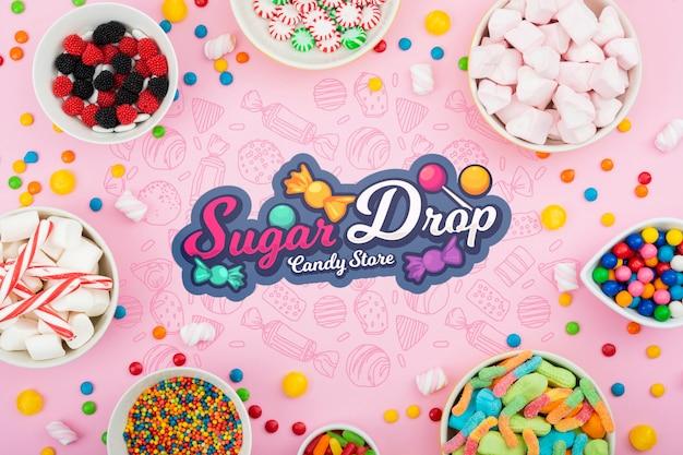 Goccia di zucchero circondata da varie caramelle