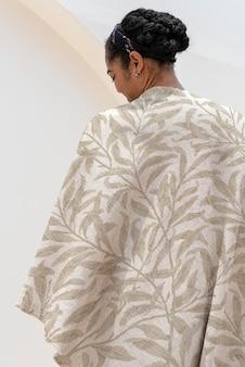 Gooi deken mockup psd in bloemenpatroon wonen