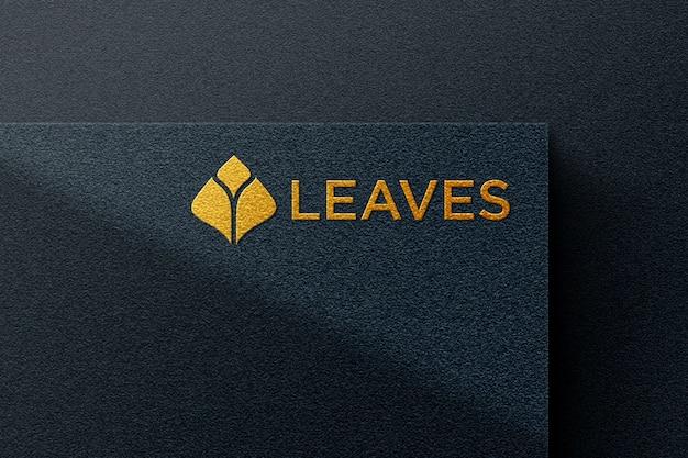 Gouden logo mockup met zwart papier