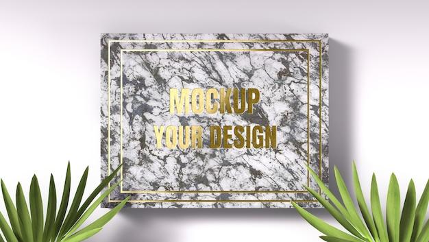 Gouden logo mockup op marmer met groene bladeren