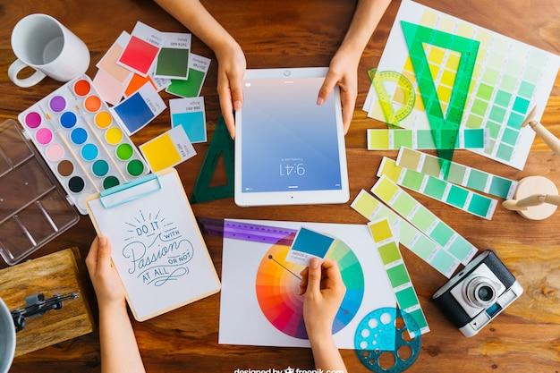 Grafische ontwerper mockup op bureau