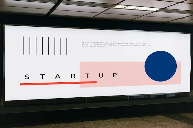 Grande mockup di cartelloni pubblicitari per pubblicità