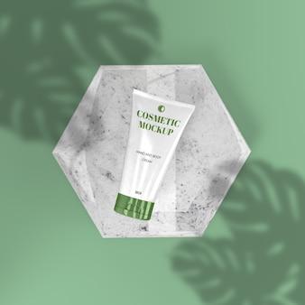 Green squeeze-cosmetica met realistische mockup voor slagschaduwscène